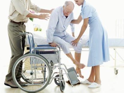 Как оформить уход за пожилым человеком после 80 лет